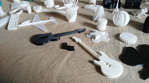 Guitarras y otros objetos en Impresion 3D, Taller Pequeños Creadores, Taller 3D, Impresoras 3D, 3D, Actividades Extraescolares, Ocio, Niños, Jóvenes, Juguetes, Modelado 3D, Diseño 3D, Madrid, Madrid Noroeste, Curso, Boadilla del Monte, Majadahonda, Las Rozas, Taller de Modelado 3D, Talleres en Madrid de Impresion 3D, Taller de Modelado 3D en Boadilla del Monte, Taller de Modelado 3D en Las Rozas, Taller de Modelado 3D en Majadahonda, Tecnología 3D, Campamento impresion 3D, Introduccion a la impresion 3d, Tinkercad, Cursos, Impresion 3D, Fabrica de Impresion 3D, Fabrica de Juguetes, Servicios, Aprender, Diversión, Divertirse con 3D, Navidad, Taller de Navidad, Robotica, Taller, tresD, Cursos impresion 3D, Fabricacion Aditiva, Pequeños Creadores, Prusa, Cursos de Robotica educativa e impresion 3D, Robotica Educativa, Aprender Impresion 3D, Talleres a medida, Enseñanza, Educacion, Colegios, Nuevas Tecnologias, Formacion impresion 3D, Diseño Digital, Blender, FreeCad, Sculptris, Prototipo, Prototipado, Impresion 3D niños, Impresion 3d para niños, Cursos de Tinkercad, Autodesk Tinkercad, Comprar impresora 3D, Curso Modelado 3D, Curso Modelado 3D Tinkercad, peques, Campus Impresion 3D,