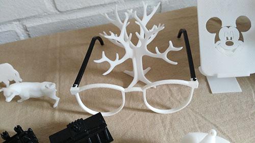 Gafas y Arbol en Impresion 3D, Taller Pequeños Creadores, Taller 3D, Impresoras 3D, 3D, Actividades Extraescolares, Ocio, Niños, Jóvenes, Juguetes, Modelado 3D, Diseño 3D, Madrid, Madrid Noroeste, Curso, Boadilla del Monte, Majadahonda, Las Rozas, Taller de Modelado 3D, Talleres en Madrid de Impresion 3D, Taller de Modelado 3D en Boadilla del Monte, Taller de Modelado 3D en Las Rozas, Taller de Modelado 3D en Majadahonda, Tecnología 3D, Campamento impresion 3D, Introduccion a la impresion 3d, Tinkercad, Cursos, Impresion 3D, Fabrica de Impresion 3D, Fabrica de Juguetes, Servicios, Aprender, Diversión, Divertirse con 3D, Navidad, Taller de Navidad, Robotica, Taller, tresD, Cursos impresion 3D, Fabricacion Aditiva, Pequeños Creadores, Prusa, Cursos de Robotica educativa e impresion 3D, Robotica Educativa, Aprender Impresion 3D, Talleres a medida, Enseñanza, Educacion, Colegios, Nuevas Tecnologias, Formacion impresion 3D, Diseño Digital, Blender, FreeCad, Sculptris, Prototipo, Prototipado, Impresion 3D niños, Impresion 3d para niños, Cursos de Tinkercad, Autodesk Tinkercad, Comprar impresora 3D, Curso Modelado 3D, Curso Modelado 3D Tinkercad, peques, Campus Impresion 3D,